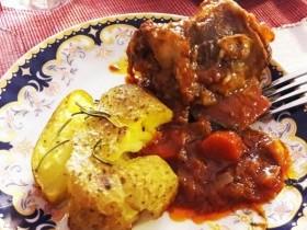 Томленые в духовке говяжьи ребрышки. Осовремененый рецепт мяса от бабушки Нади.