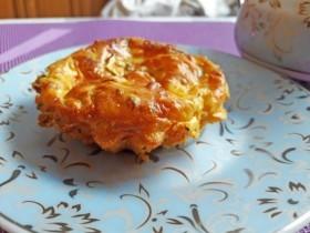 Маффины на кефире с начинкой из сыра, цукини, моркови, помидоров и зелени