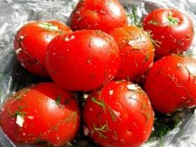 Малосольные помидорчики. Ну очень простой рецепт невероятной закуски