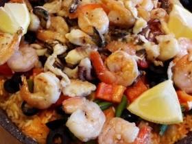 Солнечная испанская паэлья с морепродуктами