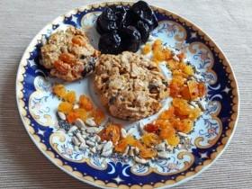 Вкусное и полезное овсяное печенье с сухофруктами, кунжутом, семечками и маком