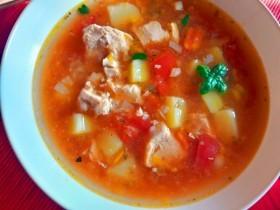 Густой томатный куриный суп с картофелем, гречкой и итальянским акцентом