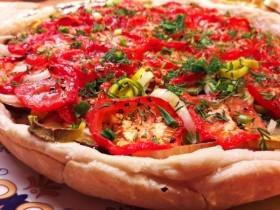 Пирог с помидорами, сыром и овощами