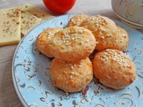 Как приготовить воздушное сырное печенье с кунжутом